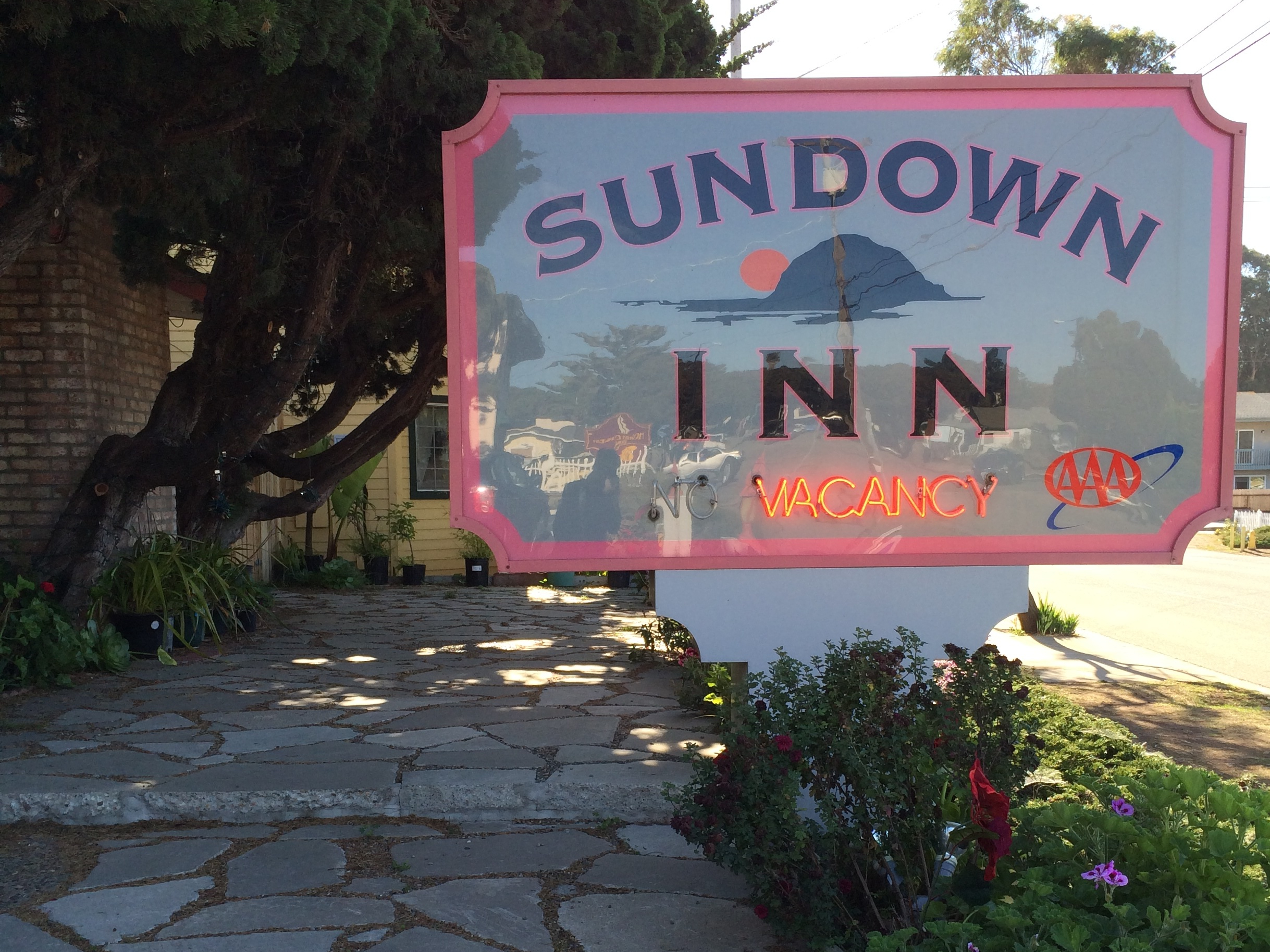 photos-page/SundownInnsign.jpg